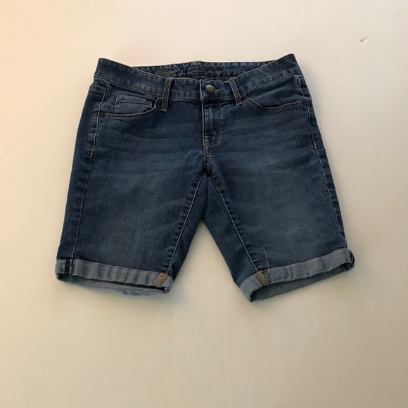 Mossimo Women/'s Mid Rise Bermuda Denim Jean Shorts 00 Size Dark Wash